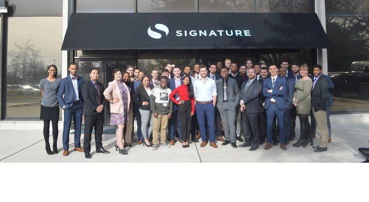 Competitive Customer Service Representative at Signature